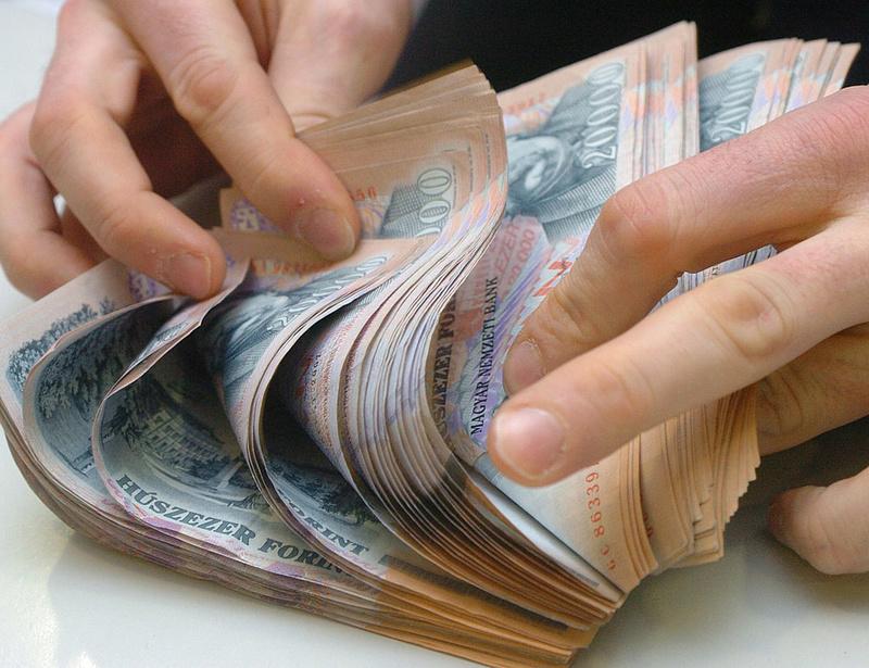 Mégsem ötmillió forint lesz a készpénzfizetési korlát?