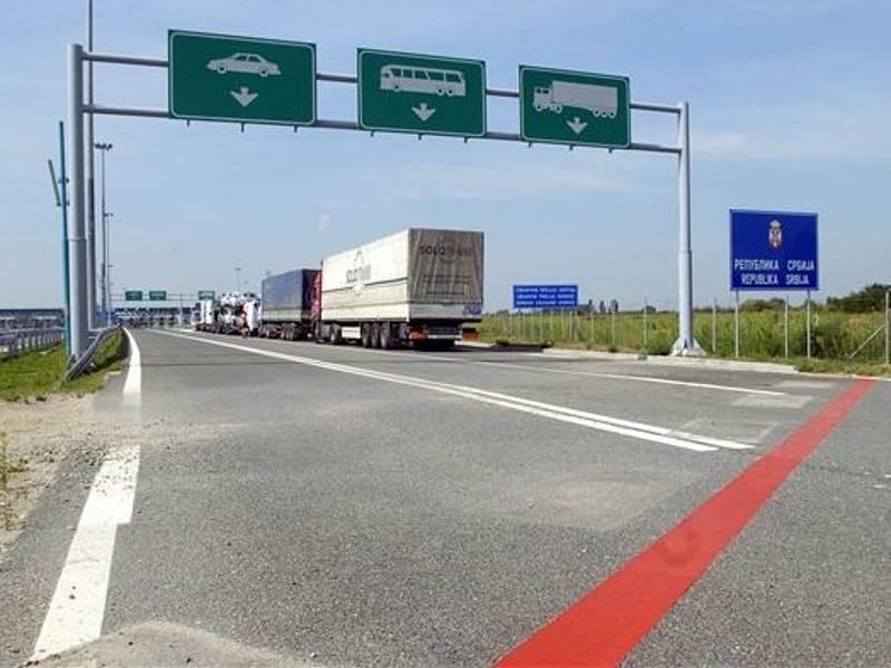 Szünetel a járművek átléptetése a lónyai határállomáson