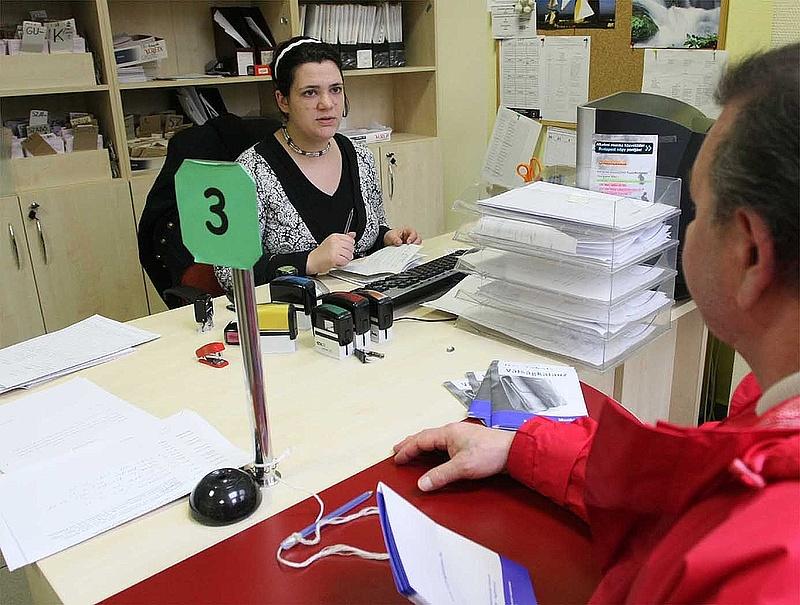Azonnali több száz fős leépítés a foglalkoztatáspolitikai szerveknél