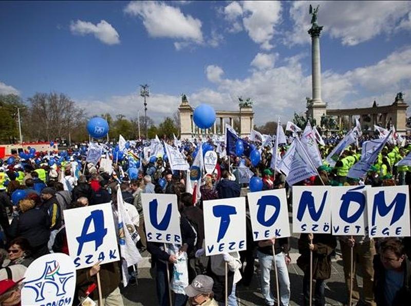 Borsik: a kormány nem kíváncsi az emberek véleményére