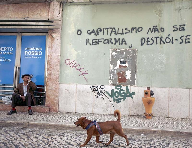 Tovább küszködik Portugália a hiánycsökkenéssel