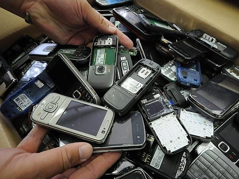 Megzabolázzák a mobilcégeket - hatalmas büntetést szabtak ki
