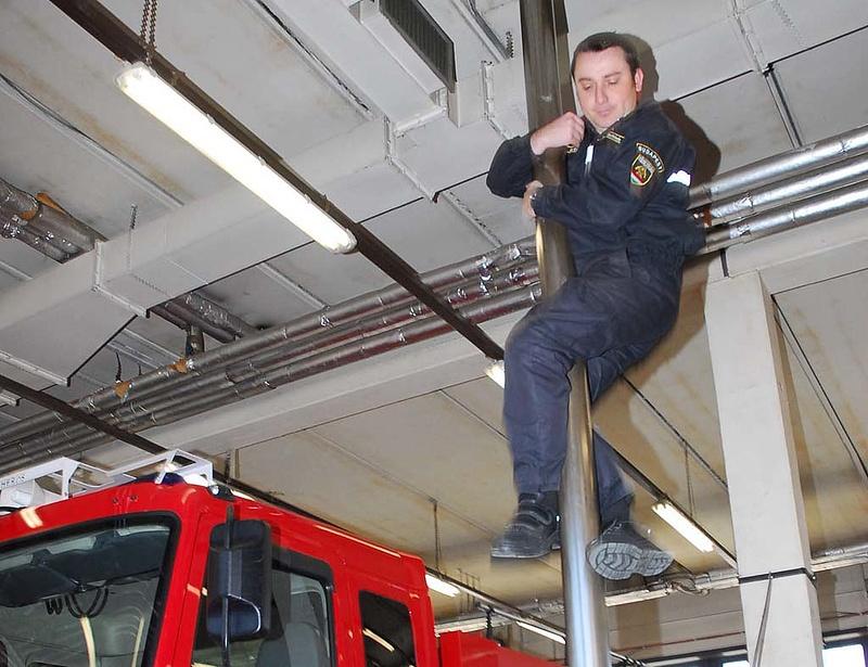 Belehajtott a szökőkútba a tűzoltóautó - egyeztetne az ügyről Rogán