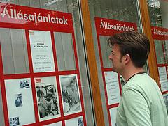 Negyedmillió magyar keres most munkát