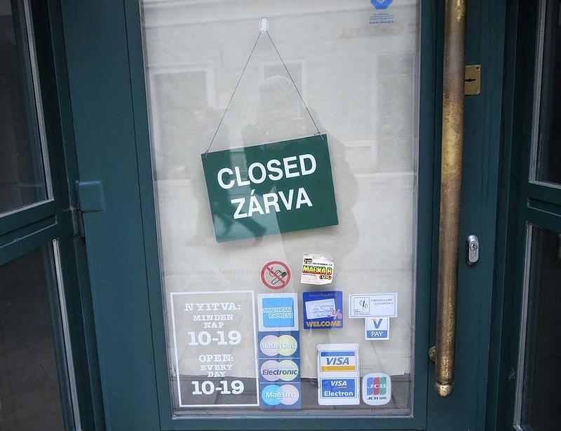 Vasárnap bezárnak a boltok - Megszavazták