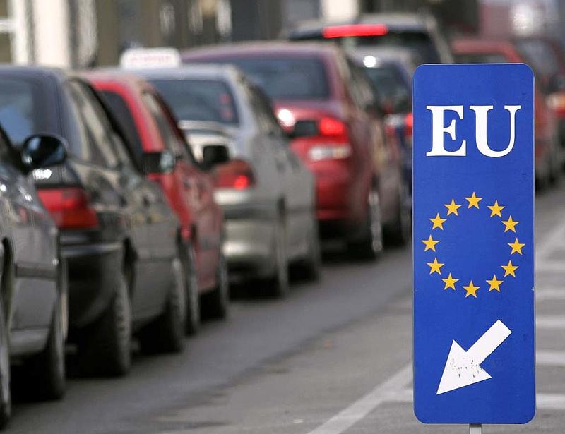 Sokat késett és drága volt a schengeni rendszer