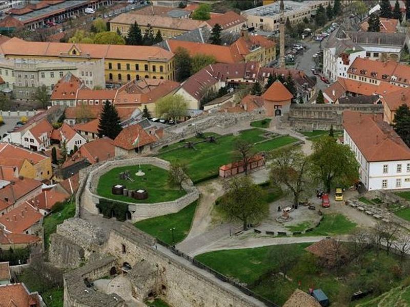 Több állami pénzt kapott Mészáros egri hotelje, mint Eger városa