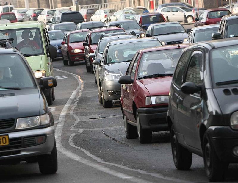 Durva baleset Budapesten - torlódás alakult ki