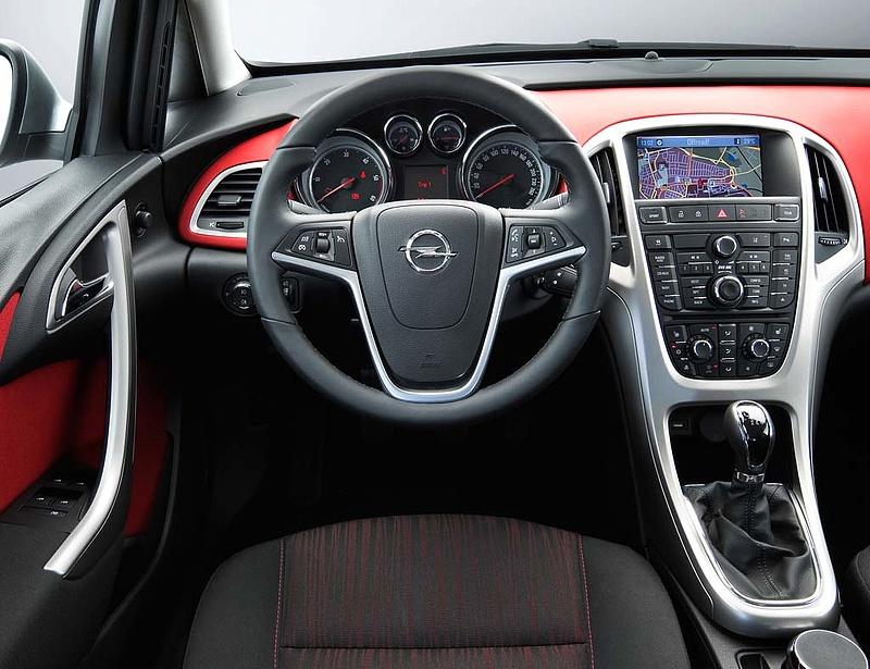 Leépít az Opel Astrát gyártó brit cég