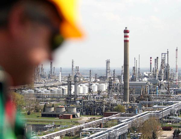 Tizenötezer köbméteres kőolajtartályt avatott a Mol