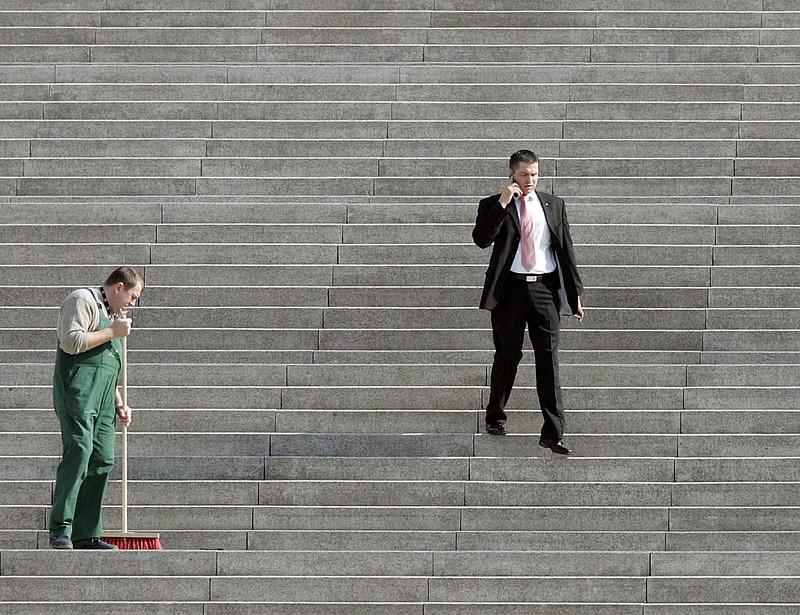 Mobiltelefon cserére készülnek a költségvetési szervek