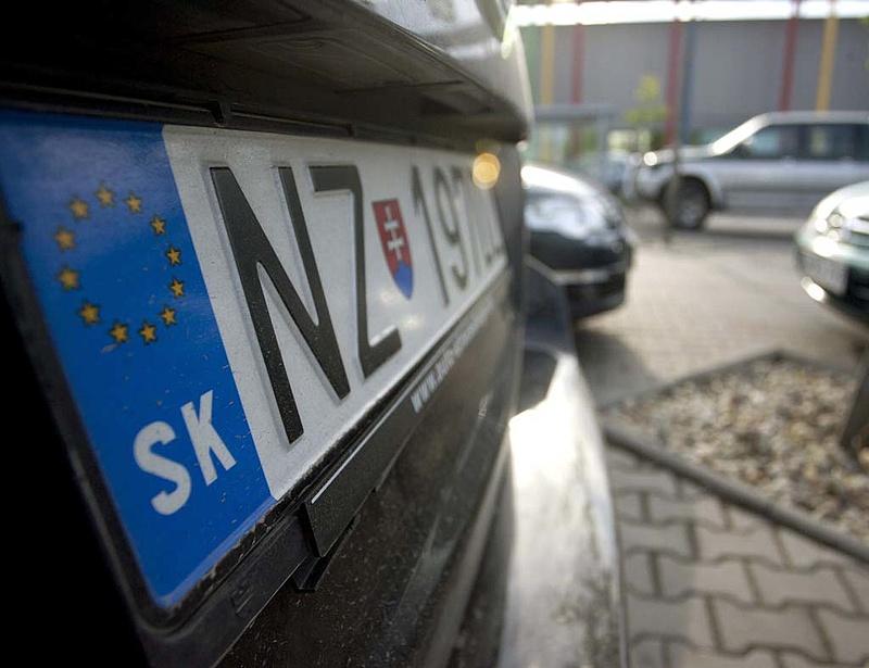 Megbukott a szlovákrendszám-törvény