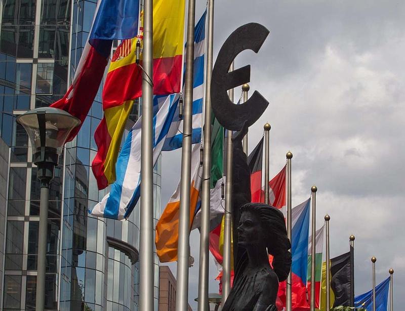 Az EU 25 tagországa igent mondott az új pénzügyi unióra