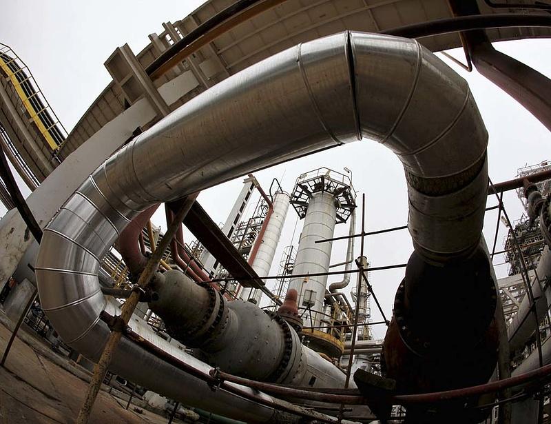 Hitelért könyörög a térdre kényszerült olajhatalom