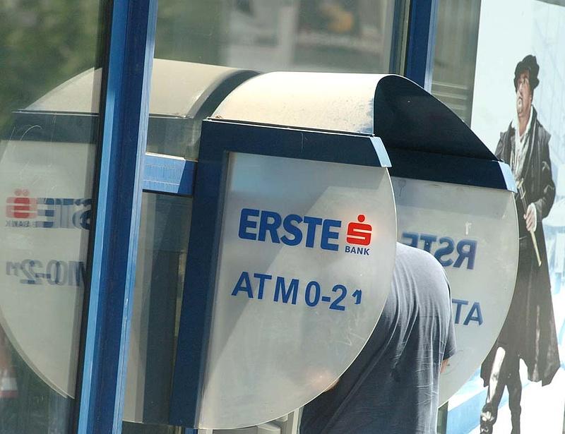 Matolcsy tárcája kiakadt az Erste Bank döntésén