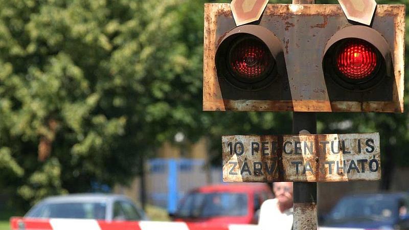 Az autósok ingyen utazhatnak a MÁV-val