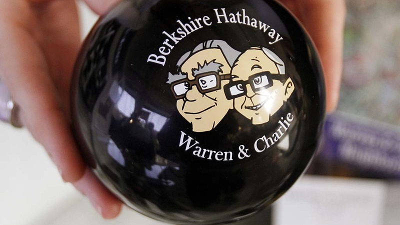 Warren Buffett látja a jövőt - és rámozdult