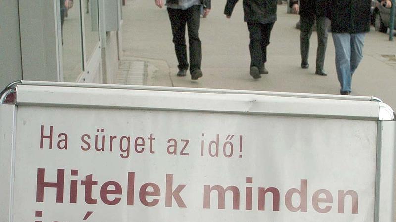 Ennyi új hitelt vett fel a magyar júliusban
