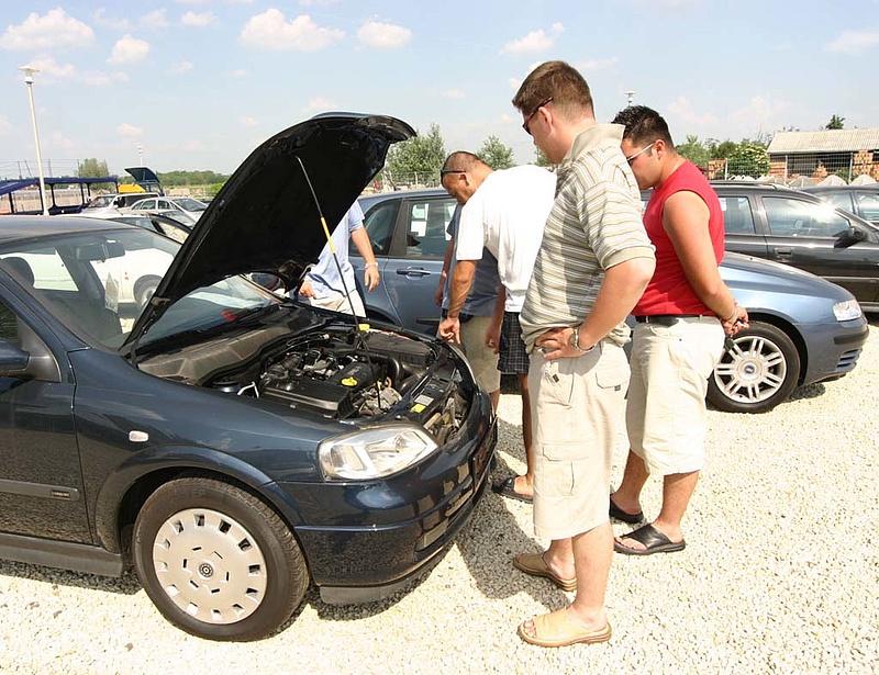 Lélektani szint alatt a használt autók behozatala