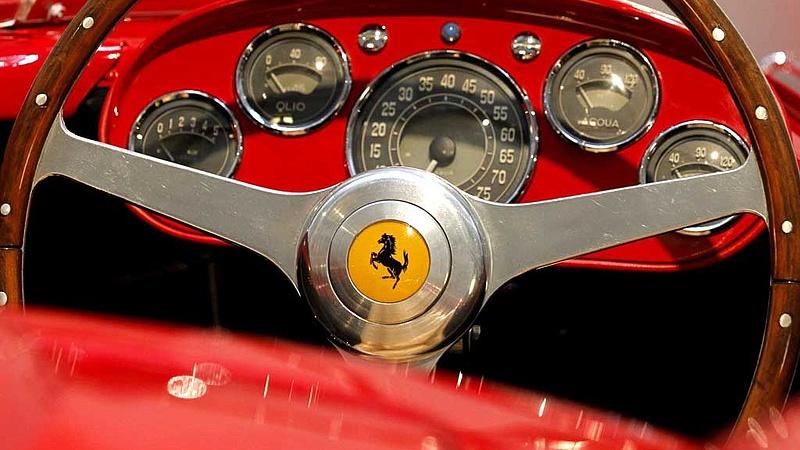 Nem viszik a Ferrarikat