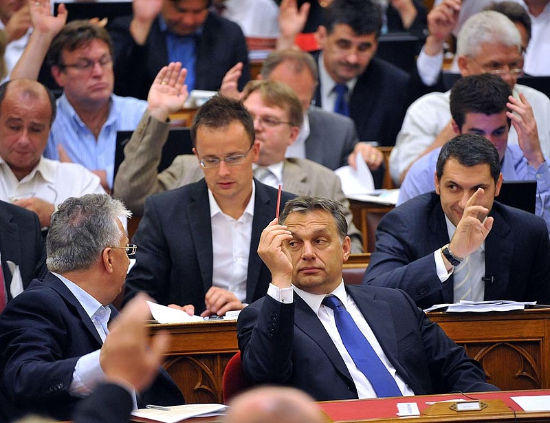 Rendkívüli frakcióülést tart délután a Fidesz - téma az IMF
