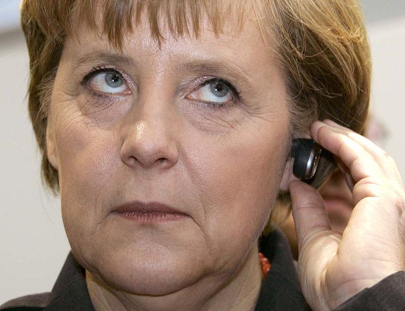 Erősödik a morgolódás a két tűzközé került Merkel körül