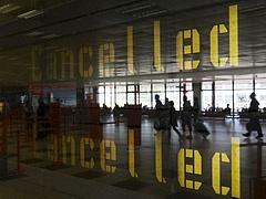Lezárták az egyik legnagyobb londoni repülőteret