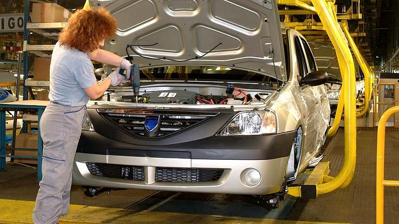 Ontják magukból az autókat a román gyárak