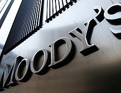 Magyar bankokat minősített le a Moody\'s