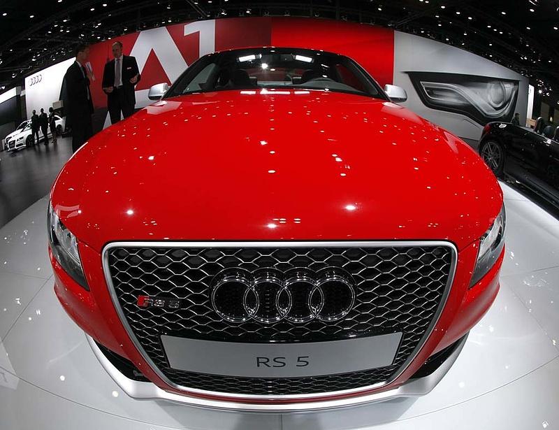 Az Audi kínai figurával lő gólt