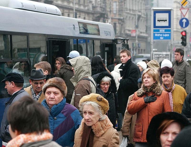 Lengyel buszok pótolják majd a hármas metrót