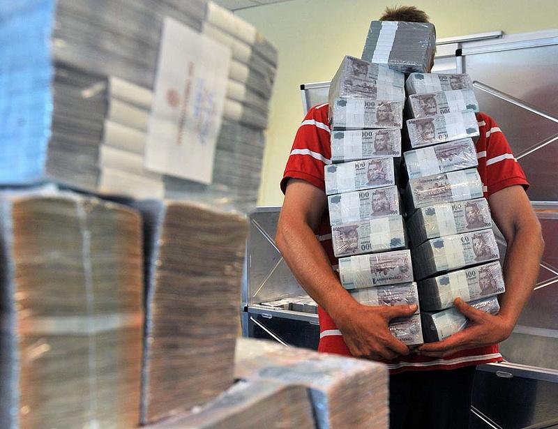 Jó napja volt a forintnak: 312-ön jegyezték az eurót