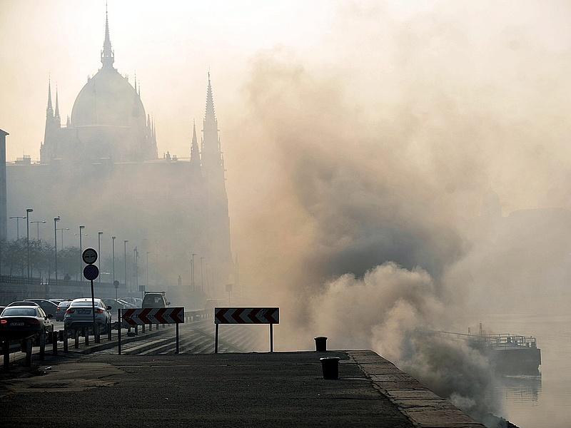 Megérkezett a szmogriadó Budapestre