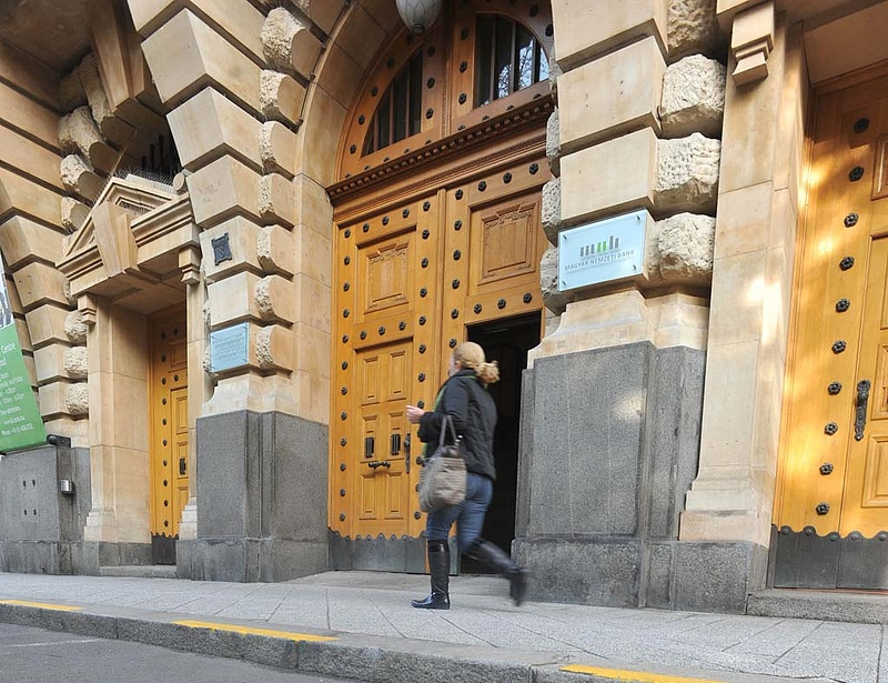 Csaknem 100 milliárd forintot akartak a bankok a végtörlesztésre