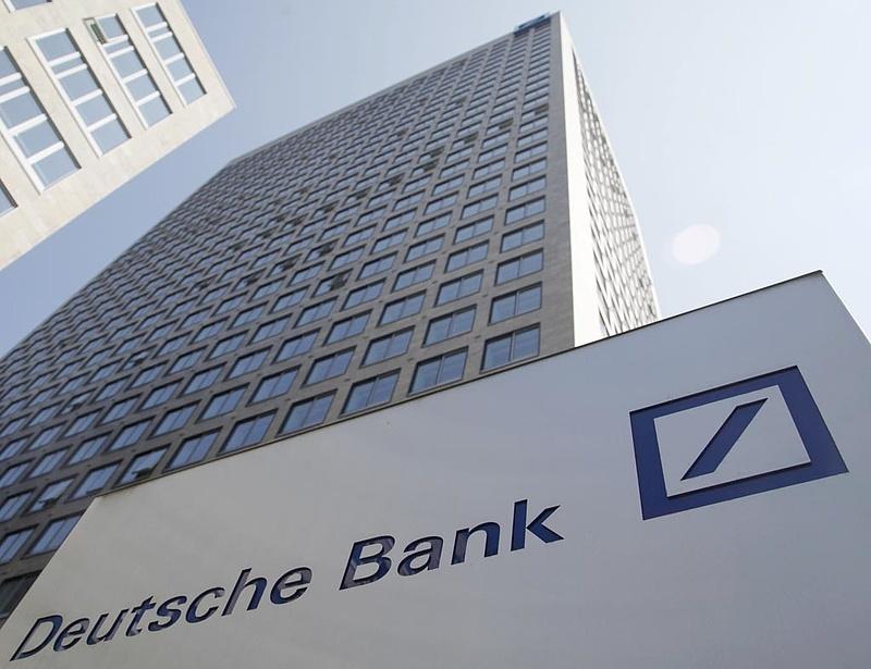 A bankok húzzák le Európát