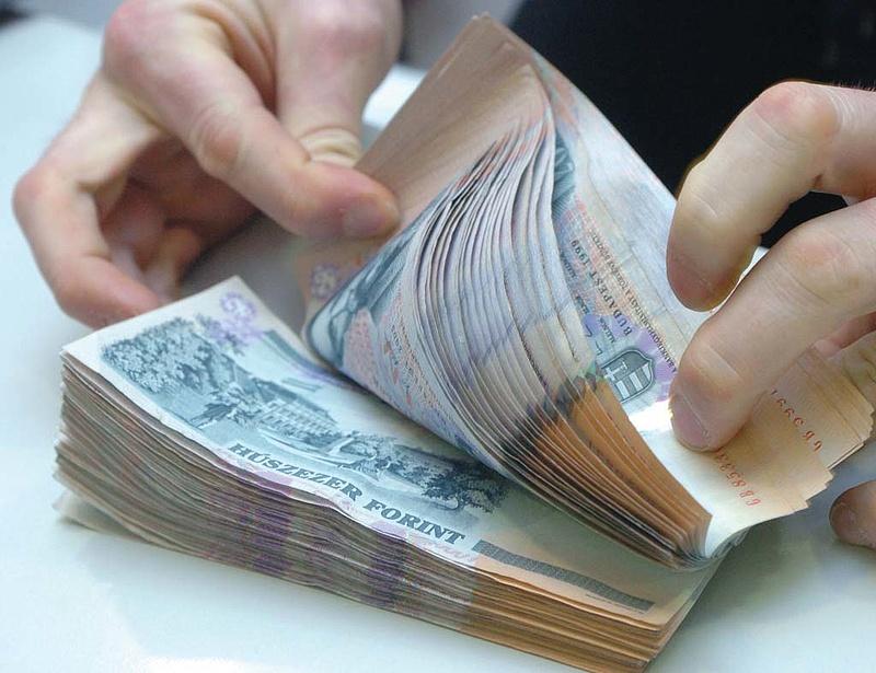 Devizahitelesek figyelem: különleges ajánlattal készülnek a bankok!