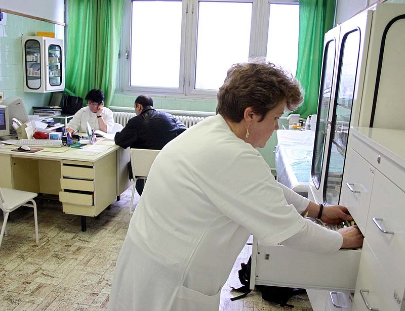 Nagyot esett a betegszabadságon töltött napok száma a járvány alatt