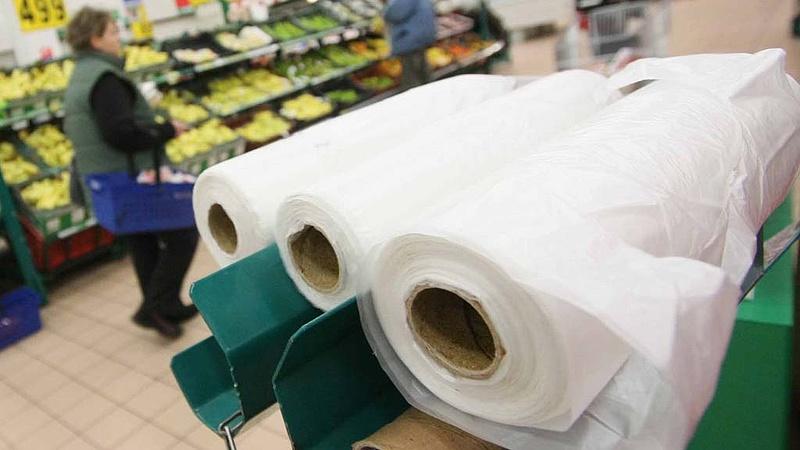Új módi a boltokban - probléma lehet a zacskókkal