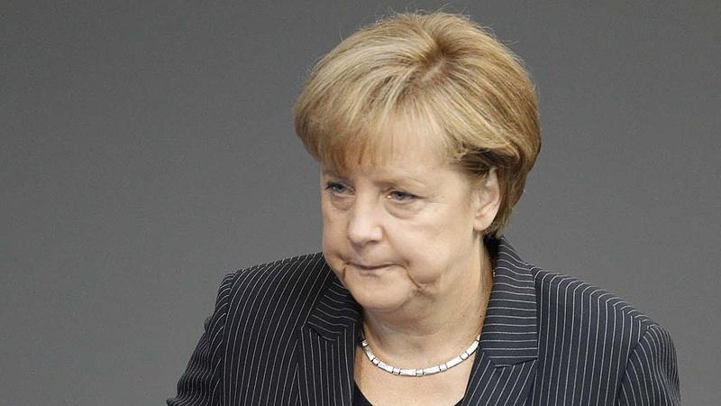 Ezeket a számokat böngészte ma reggel Merkel