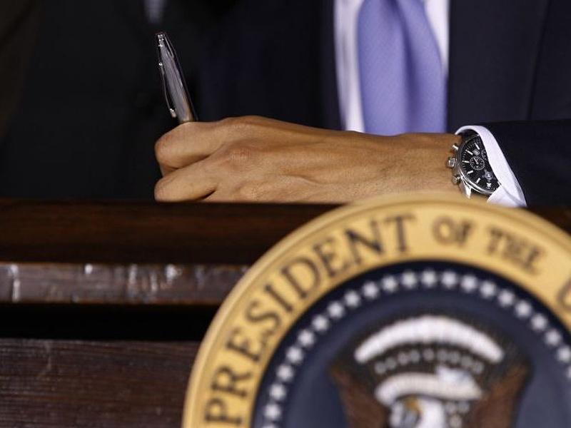 Fej-fej mellett áll Obama és Romney