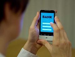 Óriási fordulat a fizetésben: mobilon bankol a magyarok többsége