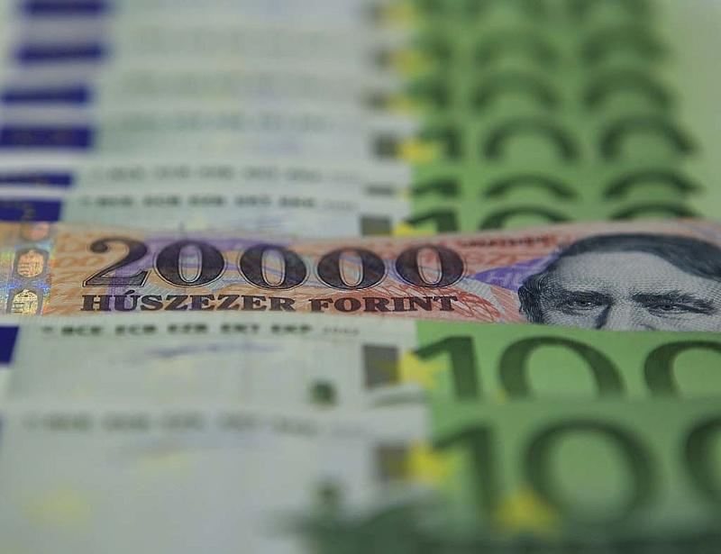312 forint körül az euró