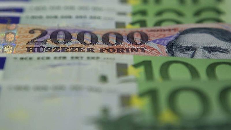 326 forint alatt jegyzik az eurót