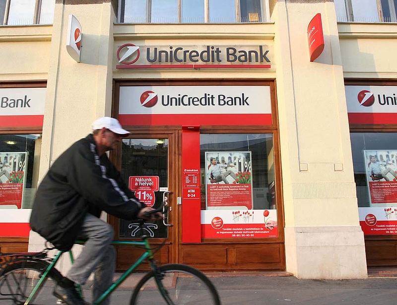 Az UniCredit is beszáll a hitelkiváltási versenybe