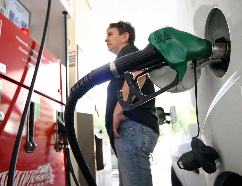 Európai autóba, csak európai benzint?
