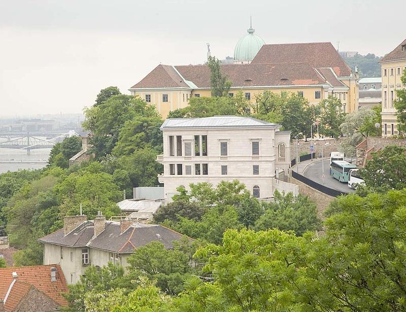 Családi ház 1,4 milliárdért, lakás 746 millióért eladó Budapesten
