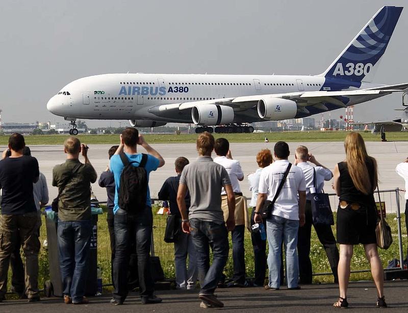 A Boeing megelőzte az Airbust az első félévi eladásokban