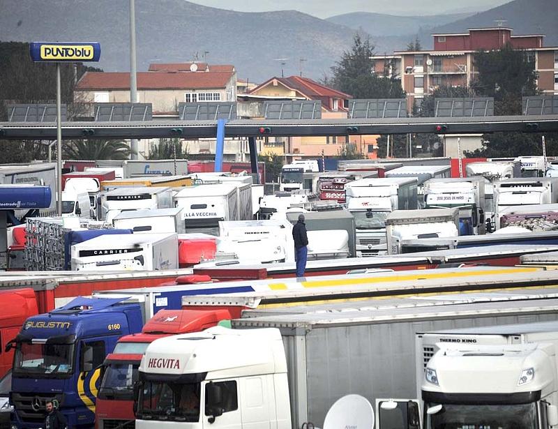 Kamionos blokád alatt Olaszország