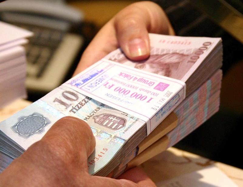 Kéthavi csúcsról indít a forint