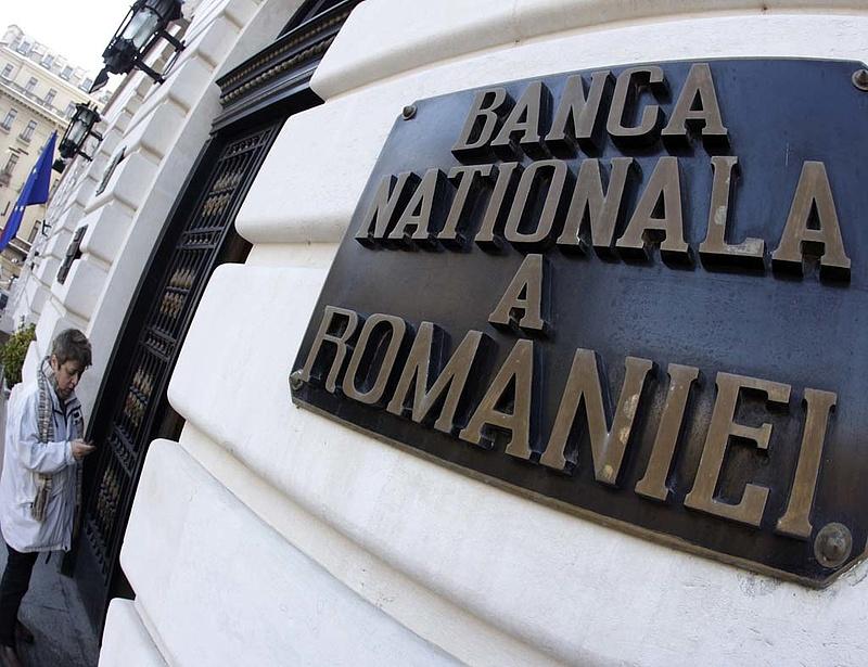 Történelmi mélyponton marad a román alapkamat